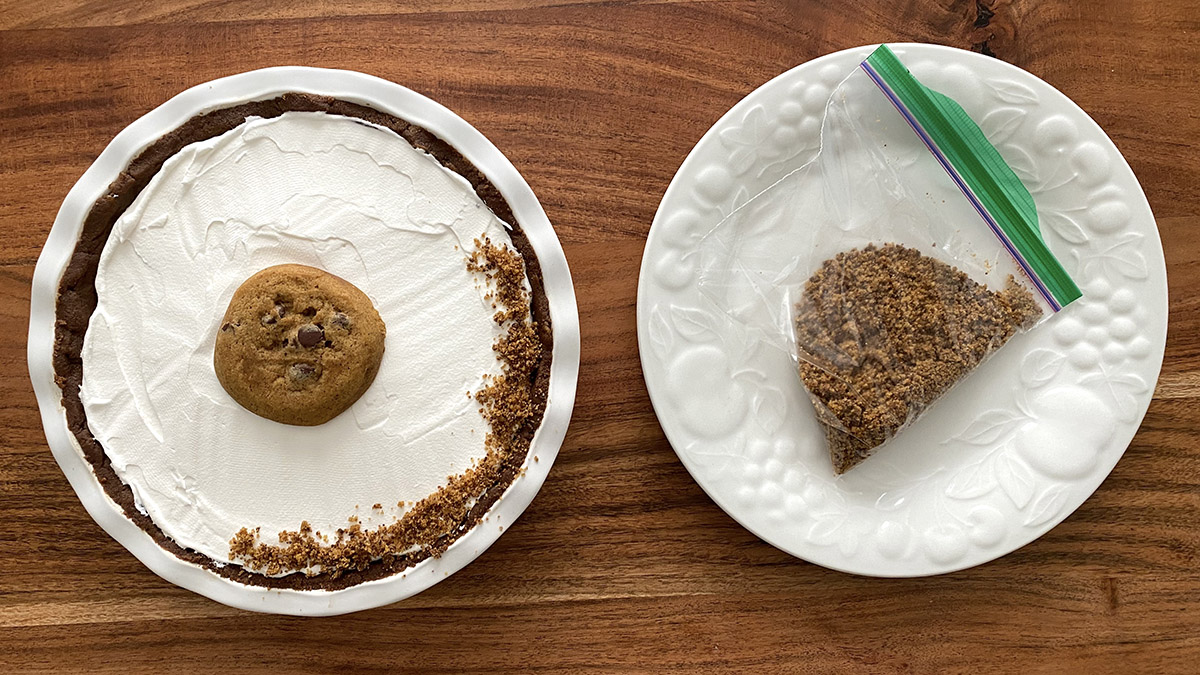 Photo of pumpkin chocolate pudding pie with topping